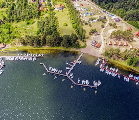 Obóz nad jeziorem dla pociech